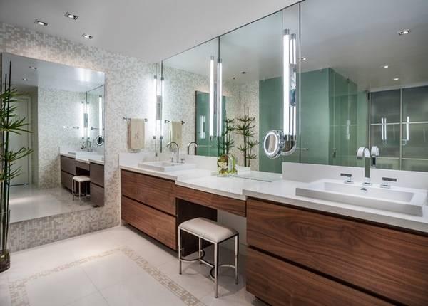 Медицинское зеркало с подсветкой в ванную комнату