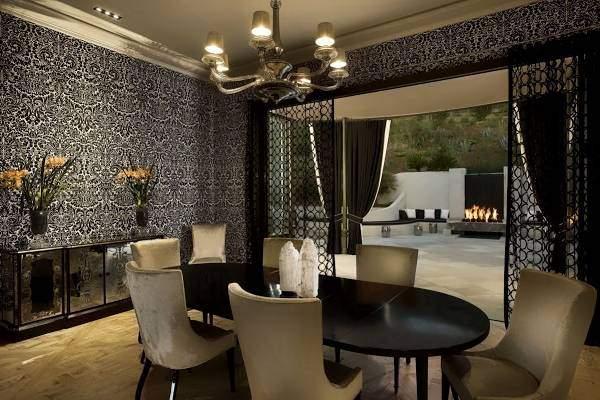 Черная тюль на кухню - фото столовой зоны