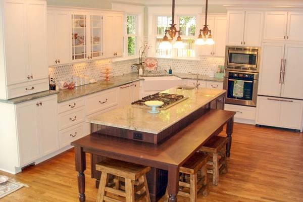 Классический дизайн кухни с островом