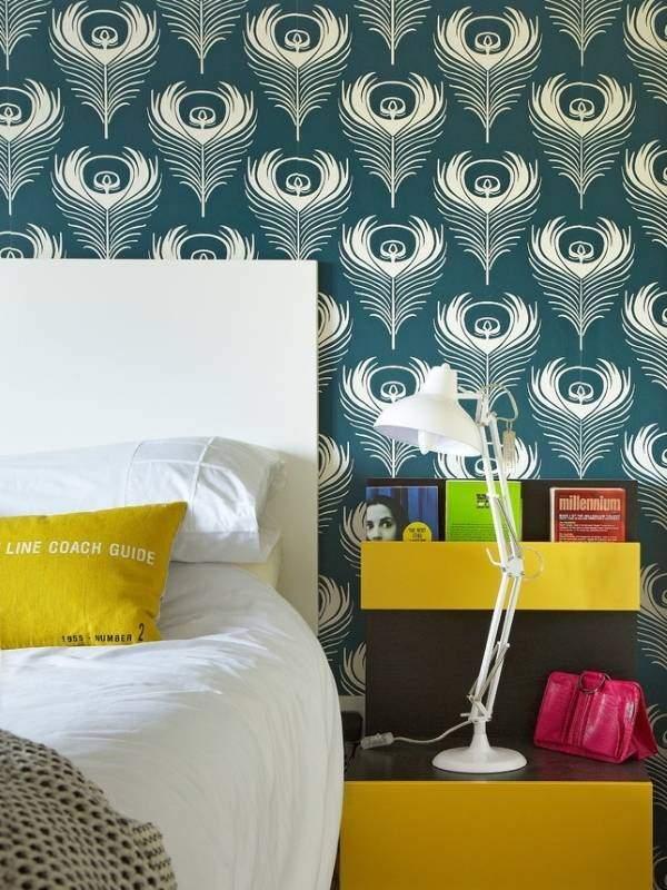 Сине-зеленые обои для спальни с орнаментом