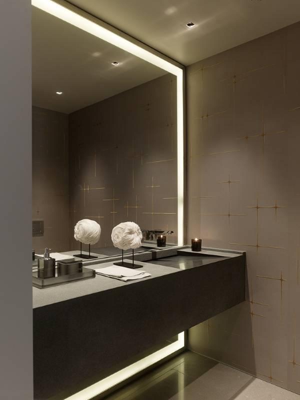 Большое зеркало с полкой для ванной с подсветкой