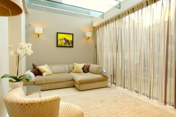 Кремовые прозрачные шторы - тюль фото в зал