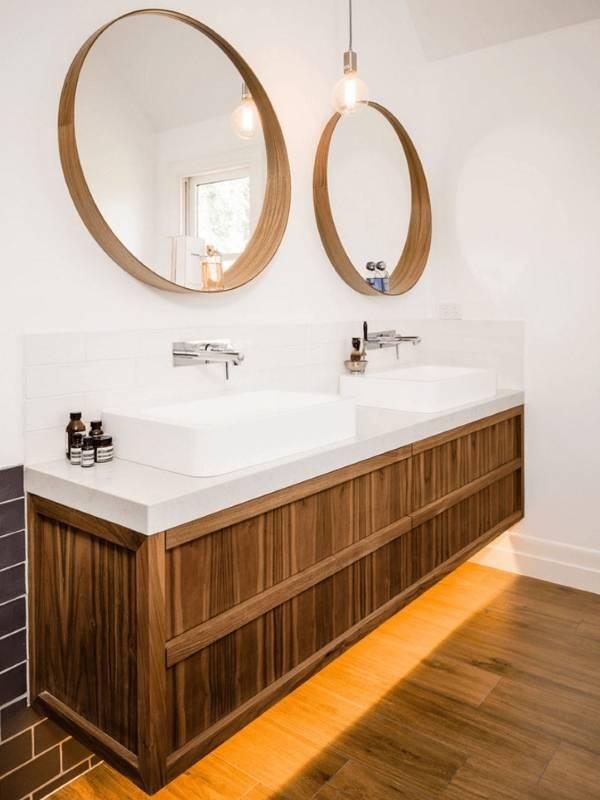 Круглое зеркало с полочкой для ванной