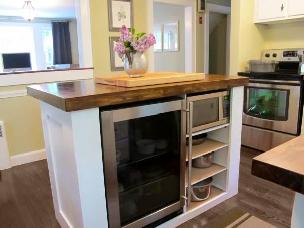 Маленький кухонный остров в современном стиле