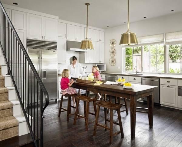 Деревянный стол остров для кухни фото