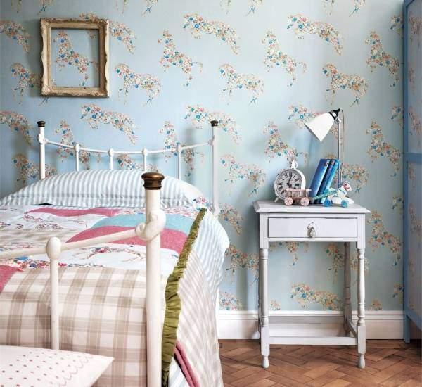 Красивые голубые обои для спальни с лошадьми