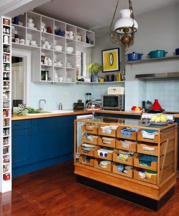Необычный кухонный остров из строй мебели