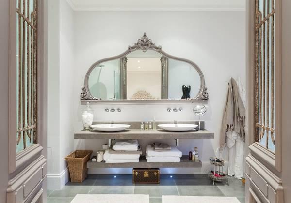 Шикарное большое зеркало с полками в ванную комнату
