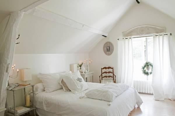 Белая спальня в стиле shabby chic