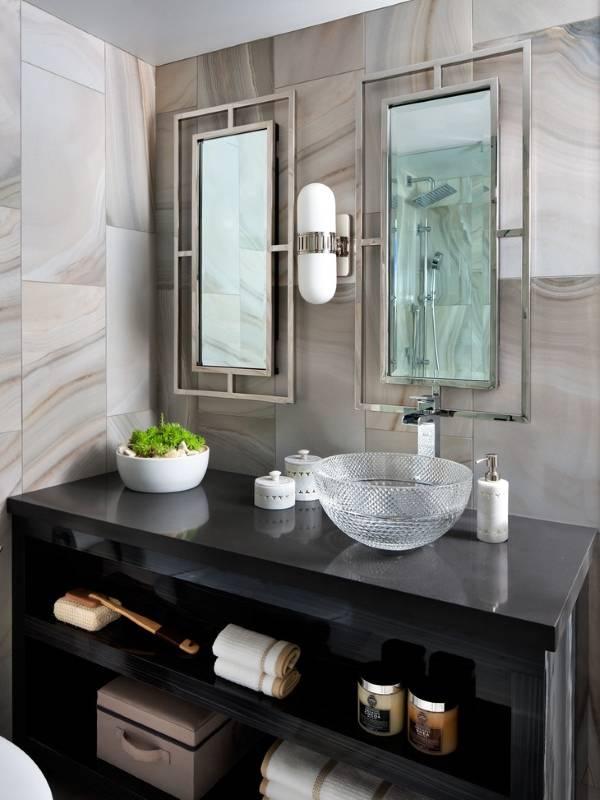 Двойное зеркало для ванной комнаты
