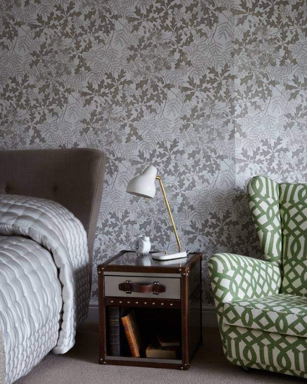 Стильные интерьер спальни - обои в сером цвете