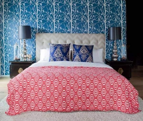 Ярко-синие обои в дизайне спальни 2016