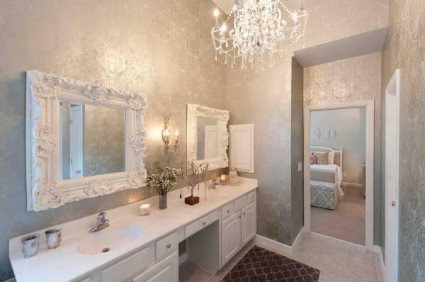 Классические зеркала для ванной с лепной отделкой