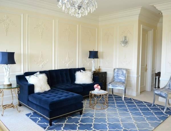 Шикарные диваны с бархатной обивкой в интерьере