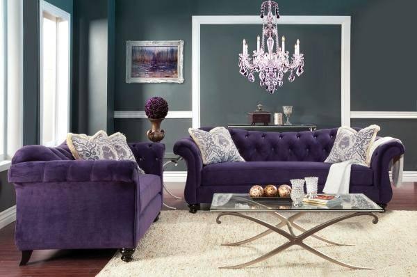 Бархатный диван фиолетового цвета