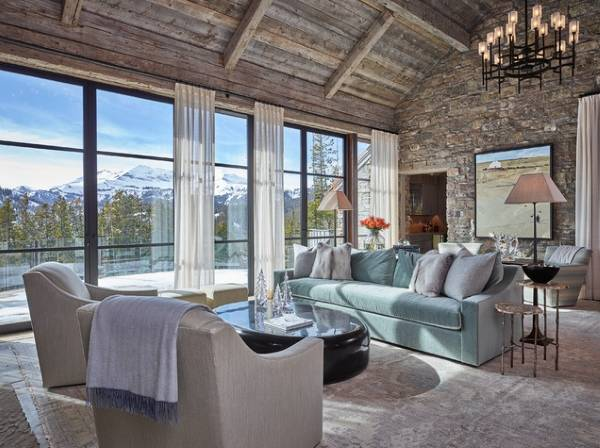 Бархатная мебель в интерьере гостиной частного дома