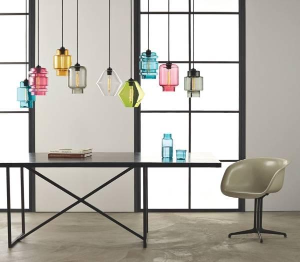 Яркие разноцветные светильники - весенний декор