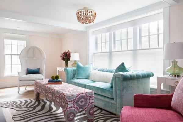 Светло-бирюзовый шикарный диван с бархатной обивкой