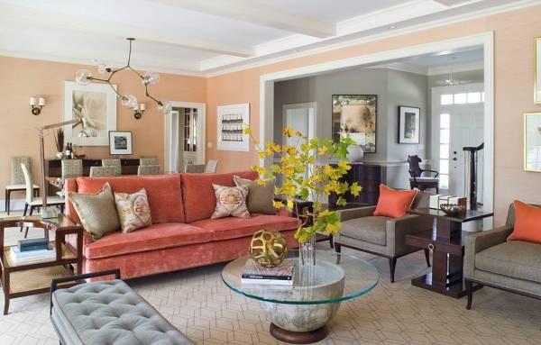 Яркие диваны с бархатной обивкой в гостиной фото