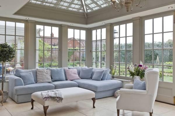 Дизайн гостиной и пастельные тона - фото частного дома