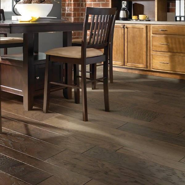 Креативные деревянные полы для кухни - фото
