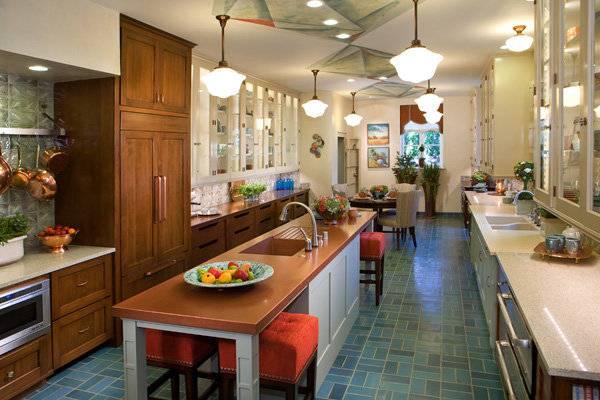 Синий кафель для пола кухни - фото в интерьере