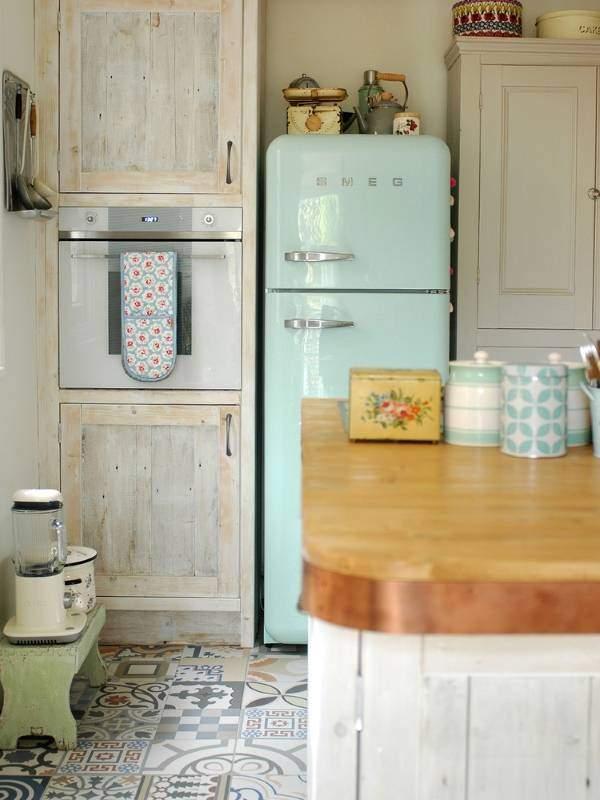 Стильный дизайн пола на кухне - фото напольной плитки