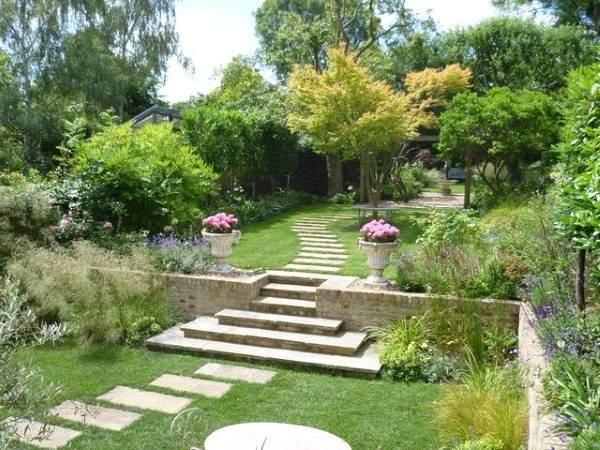 Интересные варианты садовых дорожек своими руками