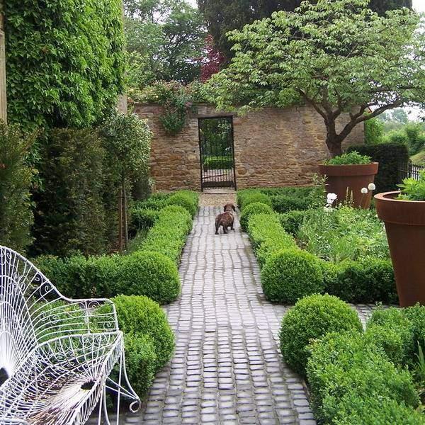 Кирпичные садовые дорожки - фото тропинок из брусчатки