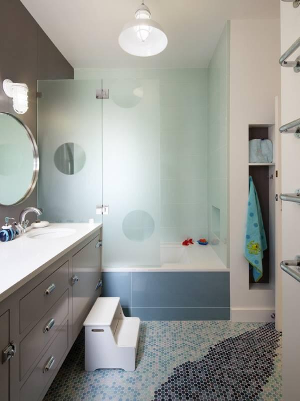 Стеклянные матовые душевые ограждения для ванны