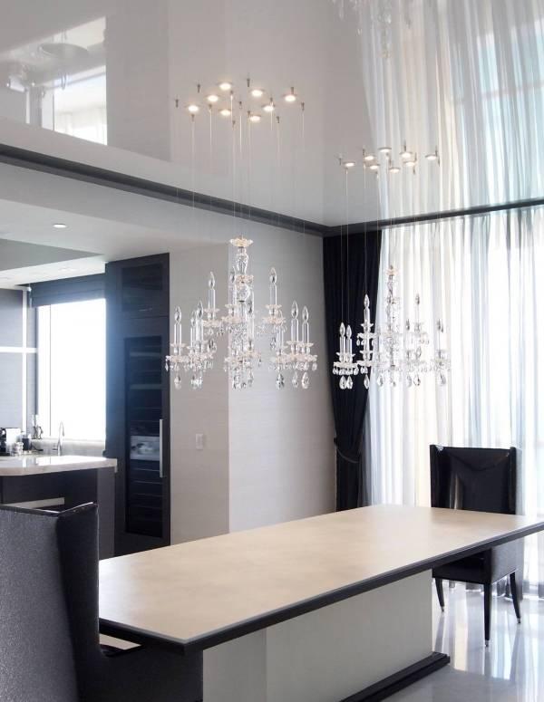 Черно-белая гостиная с натяжными потолками фото 2016