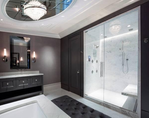 Стеклянные двери для душевой ниши в интерьере ванной