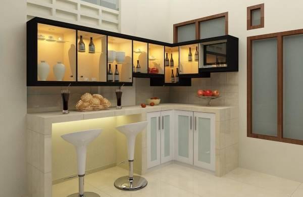 Роскошная маленькая угловая кухня с барной стойкой