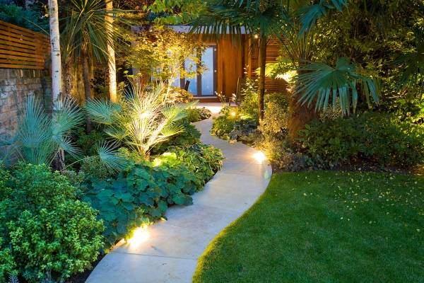 Какой может быть форма для садовой дорожки