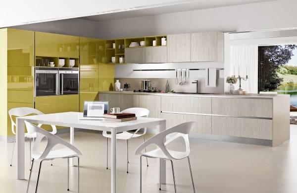 Шикарная угловая кухня серого и салатового цвета