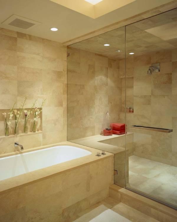 Небольшая ванная с душевой кабиной фото