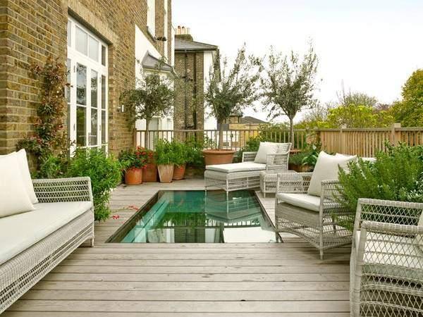 Открытая терраса, пристроенная к дому с бассейном - фото