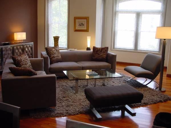 Расположение дивана и кресел по фен шуй - фото интерьера