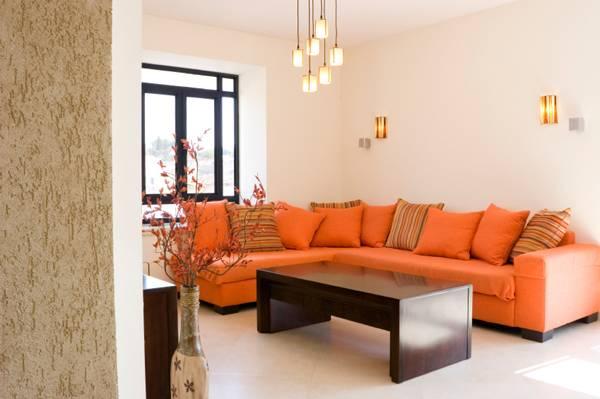 Расположение дивана и другой мебели для гостиной по фен шуй
