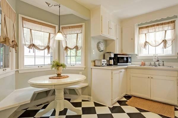 Красивые шторы на окно маленькой кухни 2016