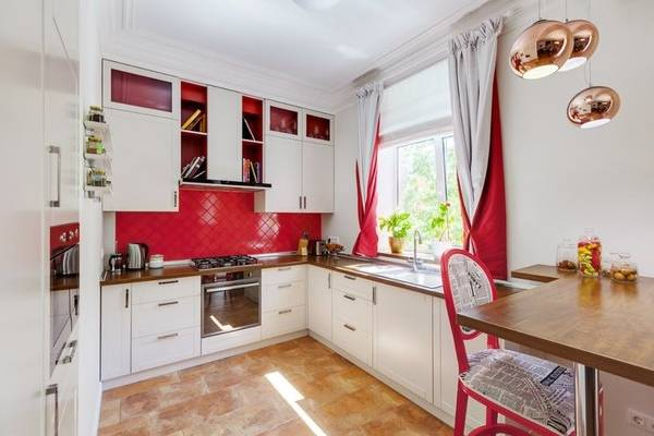 Короткие современные шторы на кухню 2016