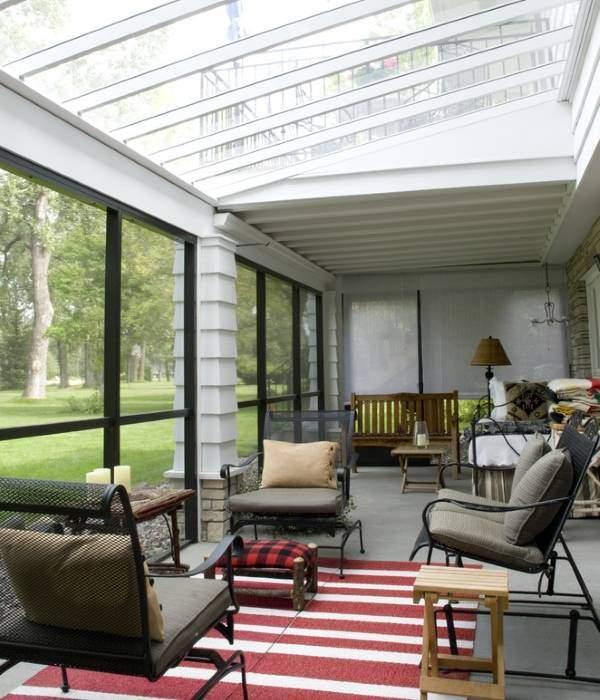 Маленькая закрытая терраса с прозрачной крышей фото