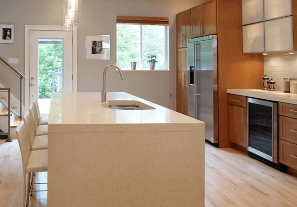 Освещение рабочей зоны на кухне накладными светильниками
