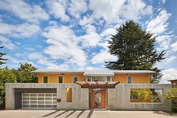 В какой цвет покрасить дом? Дом оранжевого цвета с серым
