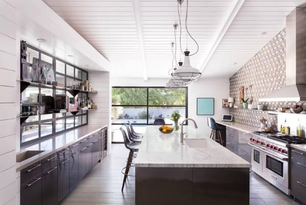 Подвесные и точечные светильники для кухни в интерьере