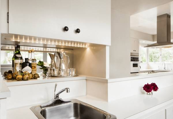 Дополнительное освещение на кухне - освещение рабочей зоны на кухне светодиодной лентой
