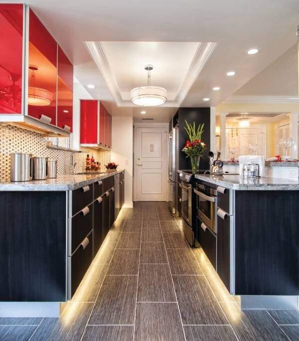 Красивая LED подсветка для кухни под шкафы светодиодная - фото