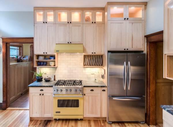 Освещение маленькой кухни светодиодными светильниками на фото