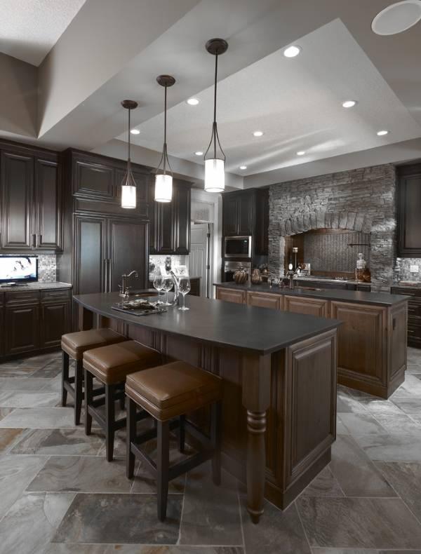 Подвесные светильники над барной стойкой на кухне - фото