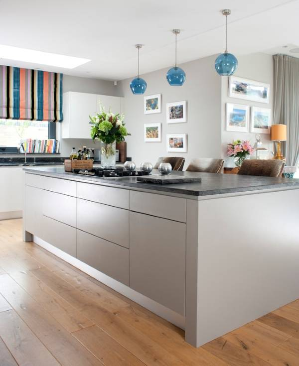 Стильная римская штора на кухню - фото интерьера 2016
